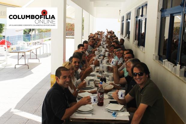 foto grupo na mesa